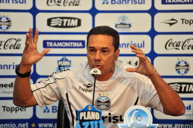"""Luxa se desculpa com árbitro e critica FGF: """"Alguém lá de cima mandou a minha expulsão"""" Lauro Alves/"""