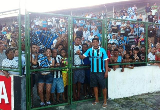 Na torcida pelo título da Copa do Brasil, Jardel vira atração em treino do Grêmio Divulgação/Grêmio