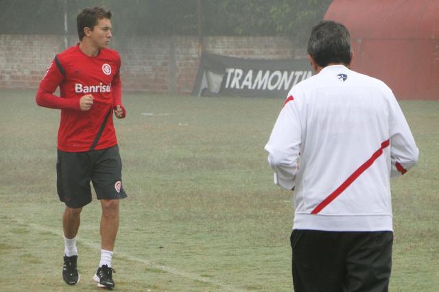 Em recuperação, Dagoberto corre contra o tempo para enfrentar o Fluminense Alexandre Ernst/
