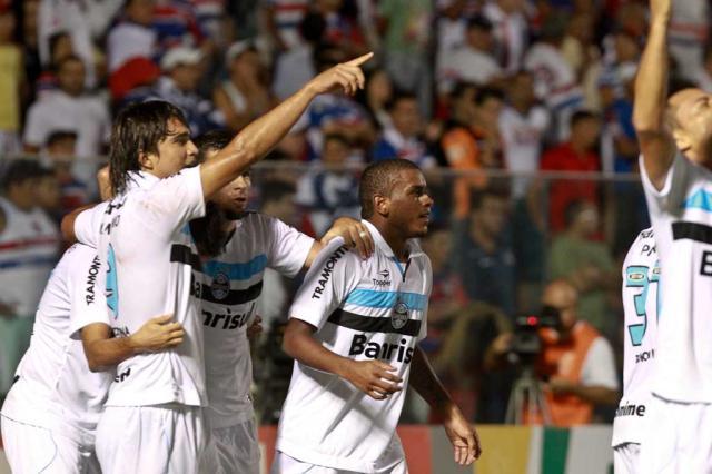 """Fernando revela reunião antes do jogo e destaca: """"Temos objetivo maior"""" Jarbas Oliveira/Lancepress!/"""