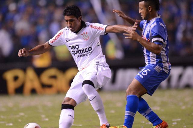 Em jogo nervoso, Corinthians segura o empate contra o Emelec  RODRIGO BUENDIA/AFP/