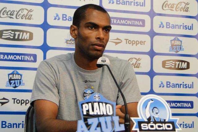 Exames confirmam lesão de Naldo e Saimon sofre cirurgia no pé esquerdo Adriano de Carvalho/Agencia RBS
