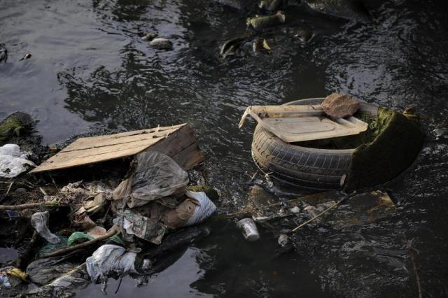 Prefeitura de Porto Alegre gasta R$ 9 mil por dia na limpeza dos arroios da cidade  Carlos Macedo/Especial