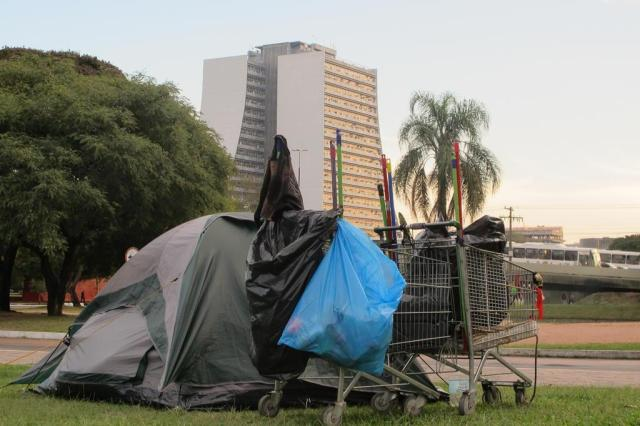 Morador de rua ganha barraca para passar as noites na região central de Porto Alegre Felipe Daroit/Agência RBS