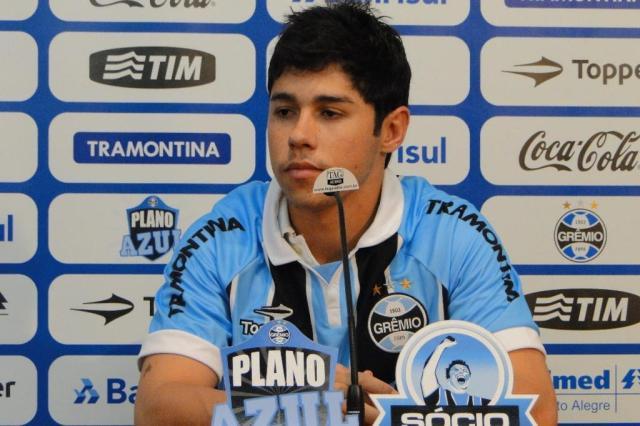 Na apresentação, Rondinelly destaca drible e arrancada como qualidades Adriano de Carvalho/Agência RBS