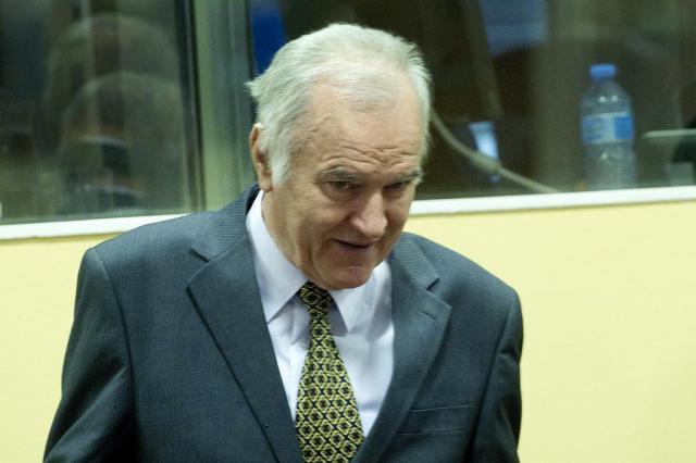 Começa o julgamento de ex-chefe militar acusado de massacre na Bósnia TOUSSAINT KLUITERS/POOL/AFP PHOTO