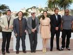 """Thomas Bidegain, Bouli Lanners, Jacques Audiar, Marion Cotillard, Matthias Schoenaerts e Jean Michel Correia, do filme """"De Rouille et D'Os"""""""