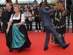 """Equipe de """"Paradise: Liebe"""" dança no tapete vermelho de Cannes"""