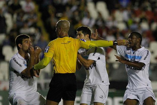 """Luxa critica gol anulado contra o Vasco: """"Foi uma interferência direta no jogo"""" Wagner Meier, AE/"""