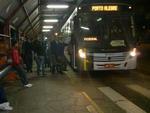 Uma paralisação dos metroviários prejudicou milhares de usuários do trensurb nesta segunda-feira