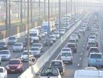 Na falta do trem, o aumento do número de carros e ônibus nas vias de acesso à Capital agravou o caos no trânsito