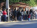 As paradas de ônibus próximo das estações do trensurb ficaram superlotadas
