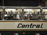 Ônibus lotados e difícil acesso às cidades da Região Metropolitana marcaram o final da tarde desta segunda-feira