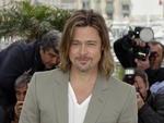 """Em Cannes para promover o filme """"Killing Them Softly"""", Brad Pitt negou os boatos de que a data para o casamento com Angelina Jolie já esteja definida"""