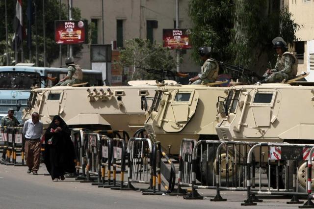 Com doze candidatos e possível segundo turno, eleição no Egito será nesta quarta MAHMUD HAMS/AFP