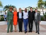 """Atriz Macy Gray, atriz Nicole Kidman, ator Matthew McConaughey, diretor Lee Daniels, ator John Cusack e ator Zac Efron na divulgação de """"The Paperboy"""""""