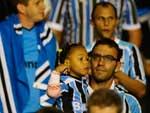 Os quase 35 mil torcedores no Olímpico empurraram o Grêmio desde o apito inicial