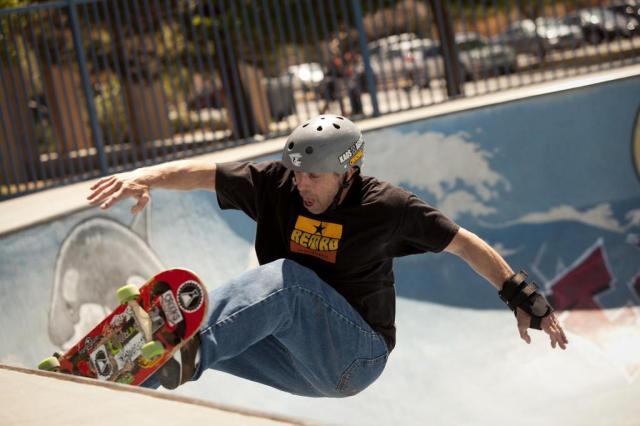 Passeios de skate ajudam a enfrentar crise da meia-idade Ivan Pierre Aguirre/NYTNS