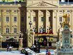 Painéis gigantes com a família real são instalados em Londres