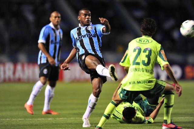 Autoria do gol da vitória vira motivo de brincadeira entre jogadores gremistas Diego Vara/