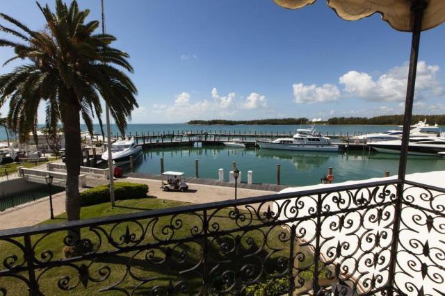 Compartilhando sonhos e transtornos em um resort de Miami John Van Beekum/The New York Times