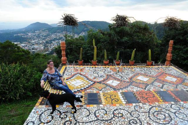Conheça o parque de mosaicos da artista plástica Cláudia Sperb Adriana Franciosi/Agencia RBS