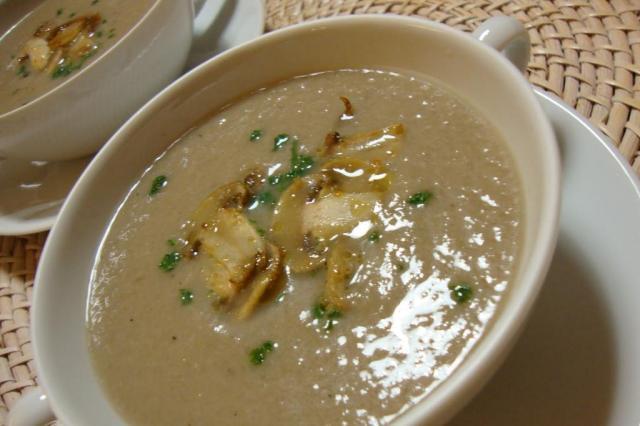Saiba como fazer a sopa de champignon Clarita/MorgueFile