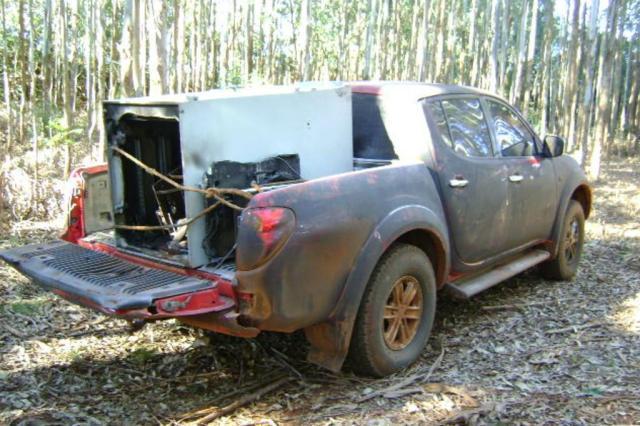 Polícia localiza caminhonete com caixa eletrônico na carroceria PRE/Divulgação