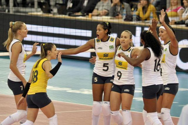 Brasil bate a Sérvia e vence a segunda no Grand Prix de vôlei FIVB/Divulgação