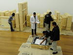 Aos museólogos, cabem tarefas como a checagem das condições de chegada das pinturas e avaliações técnicas a respeito da moldura e da própria tela