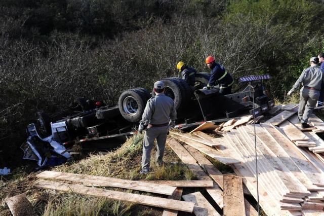 Acidente com quatro veículos deixa uma pessoa morta no acesso a Alvorada Ronaldo Bernardi/Agencia RBS