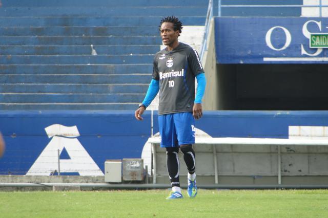 Zé Roberto participa de primeiro coletivo com o grupo do Grêmio no Olímpico Adriano de Carvalho/