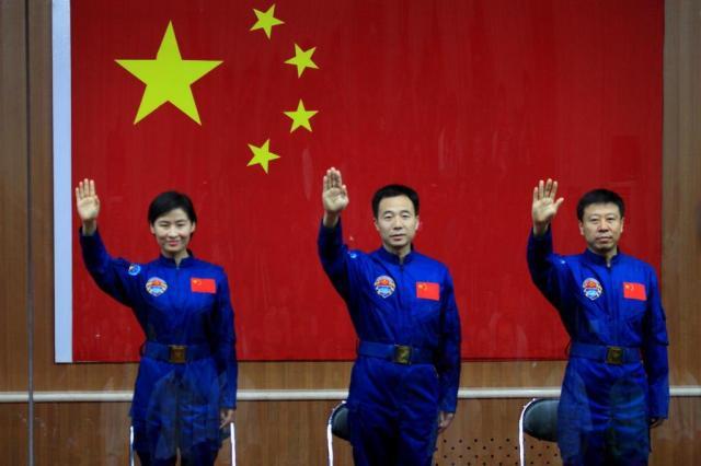 China envia sua primeira astronauta mulher ao espaço AFP/AFP