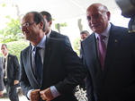 Líderes mundiais, como o presidente francês François Hollande (C), estiveram na abertura da conferência