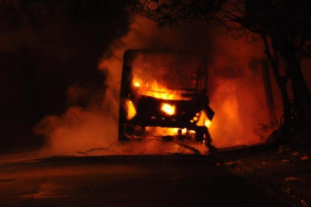 Em meio a onda de crimes, dois ônibus são incendiados em São Paulo CRISTIANO NOVAIS/AE