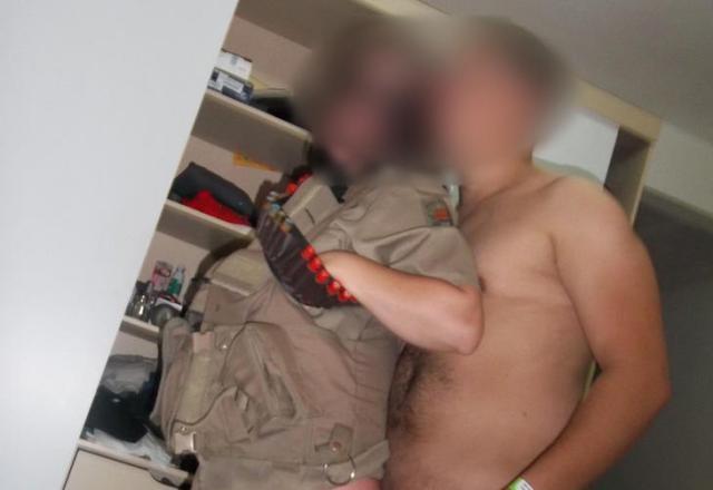 Imagens mostram policiais em cenas íntimas com mulher vestindo farda da PM no Meio-Oeste de Santa Catarina Divulgação/Divulgação
