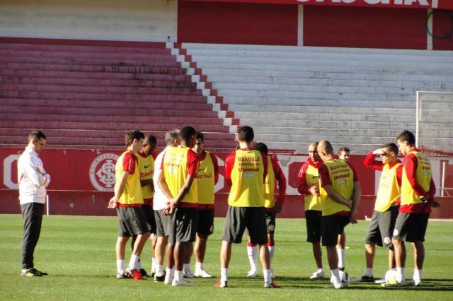 Jajá treina entre os titulares e deve fazer dupla com Damião contra o Bahia Alexandre Ernst/
