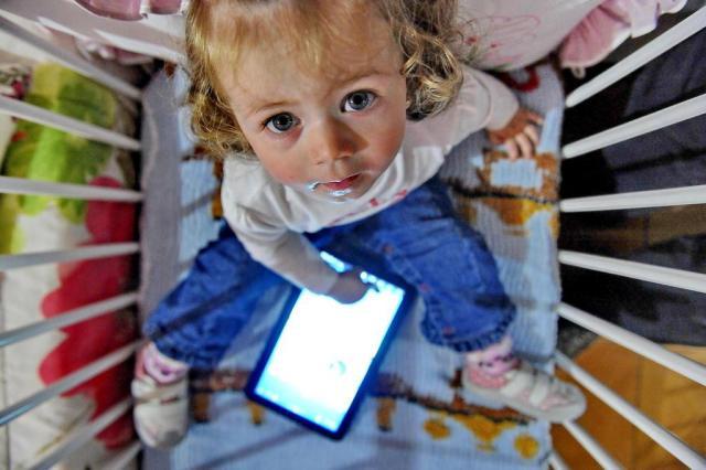 Facilidade de uso dos tablets faz crianças terem contato com o mundo digital cada vez mais cedo Lauro Alves/Agencia RBS