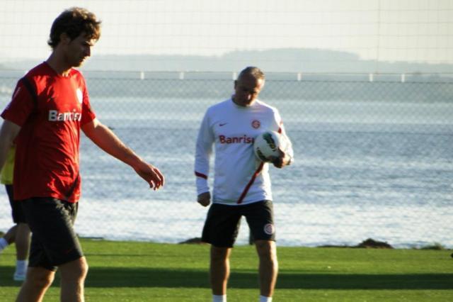 Bolatti assume vaga de Guiñazu e compõe o meio com Elton contra o Cruzeiro Alexandre Ernst/AgênciaRBS