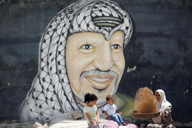 Palestinos querem investigação internacional sobre morte de Arafat AFP PHOTO / SAIF DAHLAH/AFP