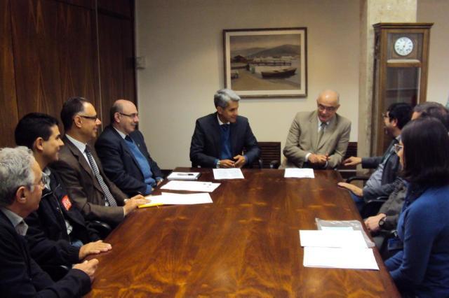 Reitor da UFRGS recebe comando de greve dos professores da universidade Andes - UFRGS/Divulgação