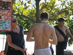Sharon Stone e o namorado Martin Mica na praia de Laranjeiras.