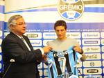 O Grêmio apresentou nesta terça-feira o meia Elano, que recebeu a camisa 7
