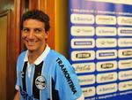 O meio-campista garantiu que seu objetivo é ajudar o Grêmio a chegar à Libertadores em 2013