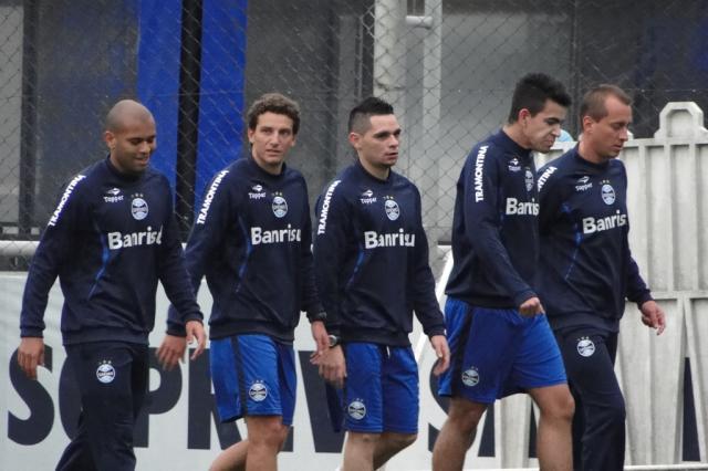 No primeiro treino no Grêmio, Elano reencontra ex-colegas de Santos Adriano de Carvalho/