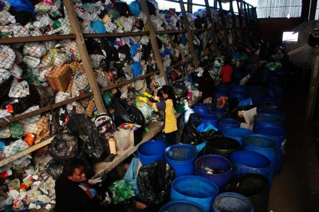 VÍDEO: veja como o lixo que você separa em casa transforma vidas em cooperativas de reciclagem Marcelo Oliveira/Agencia RBS