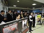 No aeroporto, a área de embarque da empresa foi o local escolhido para o protesto no dia que marca os cinco anos do acidente