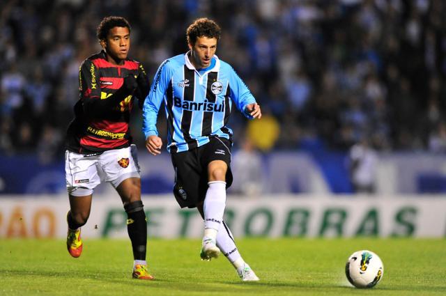 Valorizando ambiente, Elano comemora chegada ao Grêmio  Diego Vara/