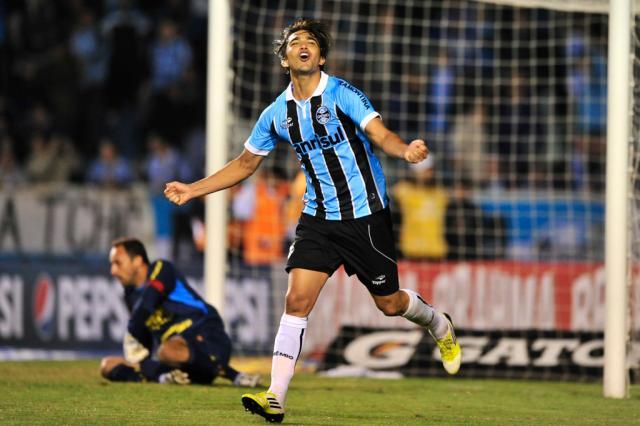 """Moreno elogia meio-campo do Grêmio: """"Talvez um dos melhores do Brasil"""" Diego Vara/"""