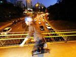 O Código de Trânsito Brasileiro não orienta, restringe ou prevê punições para quem utiliza skate nas vias